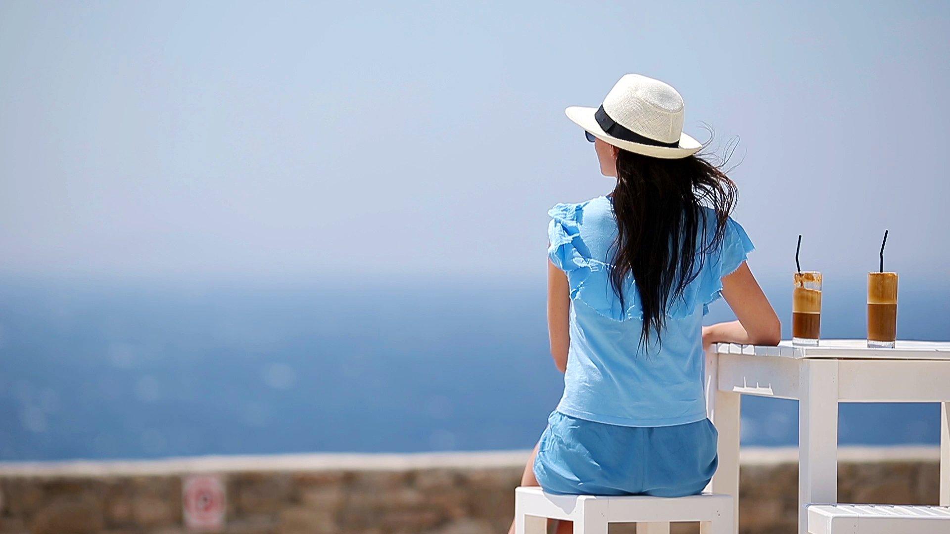 Φραπές με θέα θάλασσα
